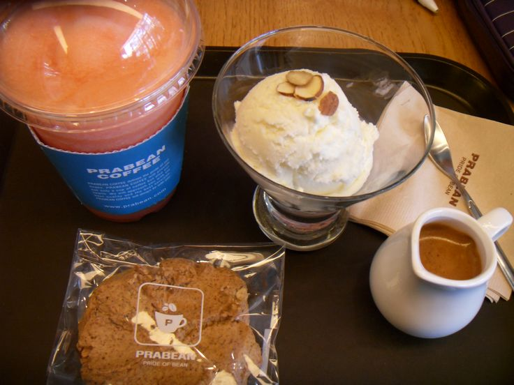 2016.4.17. Prabean cafe near the church grape fruit smoothie and espresso cookie Susan chose, Affogato for me. With Susan studied oriental medicine exam study on tongue's health diagnosis to whole body condition.