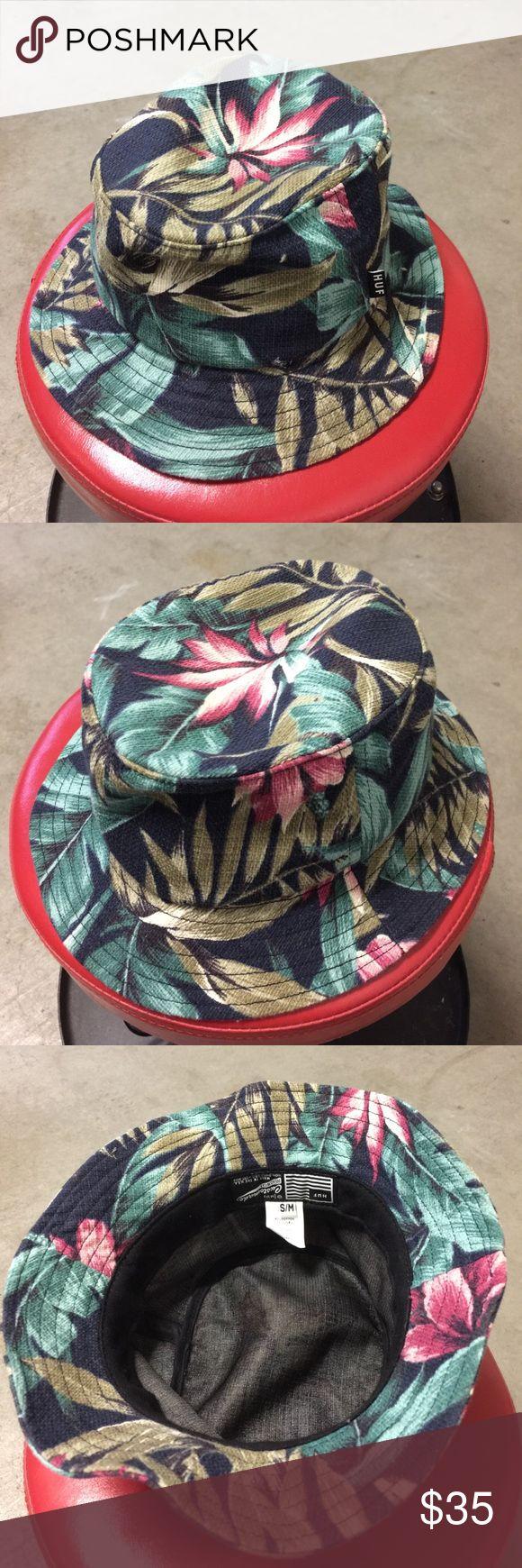 HUF Bucket Hawaiian Hat HUF Bucket Hat with Hawaiian Vibes Print Size S/M HUF Accessories Hats