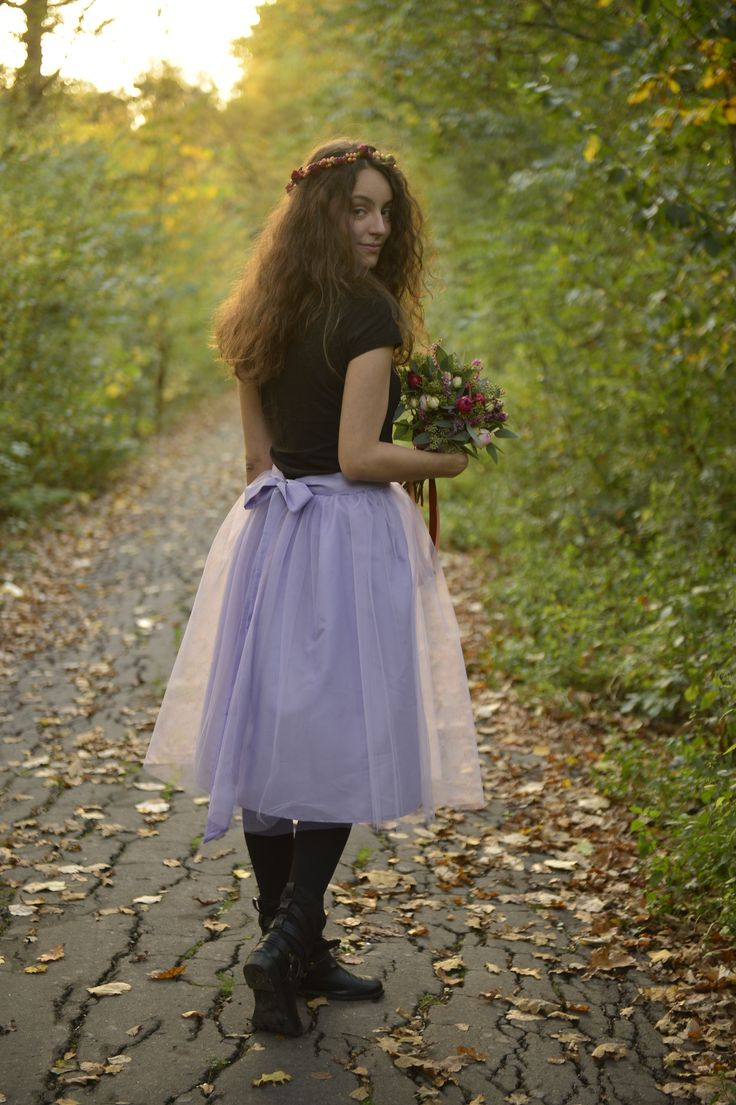 Lila tulle skirt with back bow short autumn flower crown flower bouquet