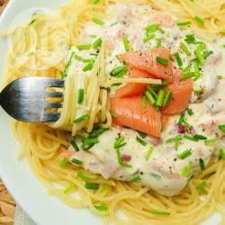 Er zijn van die recepten die je al jaren maakt. Spaghetti met zalm in roomsaus is er daar een van. Een heerlijk gerecht wat in ons huishouden na meer dan 10 jaar niet meer weg te denken is, waar ook veel vrienden zeer enthousiast over zijn een blijvertje!