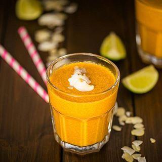 Guten Morgen Ihr Lieben! Bei uns gibt es ein Möhren-Kokos-Smoothie zum Frühstück. Wer ihn ausprobieren möchte nimmt für 2 Portionen 150 g Möhren, 1 Limette,  2 TL Honig, 2 EL Haferflocken, 3 EL Goji-Beeren, 250 ml Kokosmilch, 4-6 Eiswürfel und etwas Wasser oder Orangensaft nach Geschmack zum Auffüllen. Guten Start heute!  #lecker #gesund #smoothie #frühstück #zwischenmahlzeit #snack #rezepte #frisch #vegetarisch #kokosmilch #möhren #ichliebeFoodblogs#foodgasmde #freiburg #thisisfreiburg…