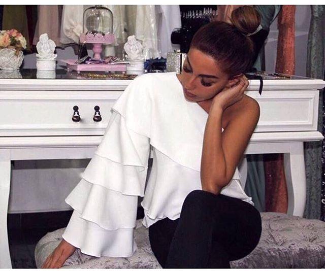 L💃🏽model-6960 💰74.90 ₺ 🎀kolu kat kat tek kol beyaz gömlek 👗s m L beden 🗝Poplin  kumaş 👑tek renk 📞Sipariş ve bilgi için DM 🎁 🗝Kapıda nakit yada K.kartı ile ödeme imkanı ❤2-4 iş günü içerisinde teslim  #satis#izmir#kokos#kokoskadinlar #moda #fashion#ayakkabı#nike#airmax#topuklu#tulum#stil#tesettür#elbise#bikini#istanbul#istanbuldayasam#guzellik#makyaj#bebek#bakim#satiyorum#satilik#babet#eşarp#babyshower #etek#tbt#ayakkabi#sandalet #evedeso #eventdesignsource - posted by…