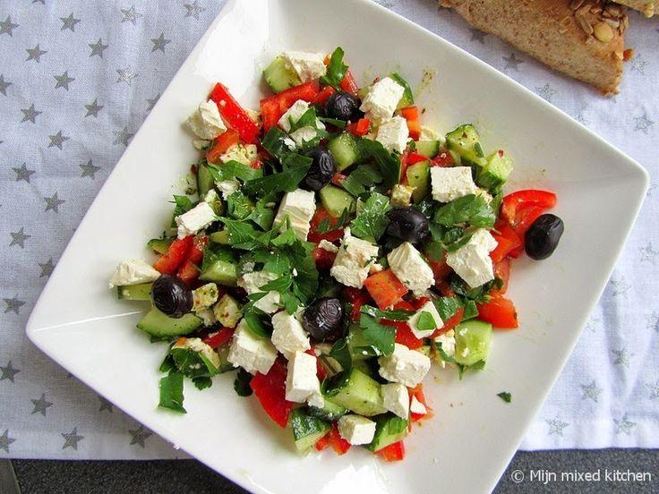 Mijn mixed kitchen: Kahvaltı salatası (Turkse salade met puntpaprika en witte kaas)