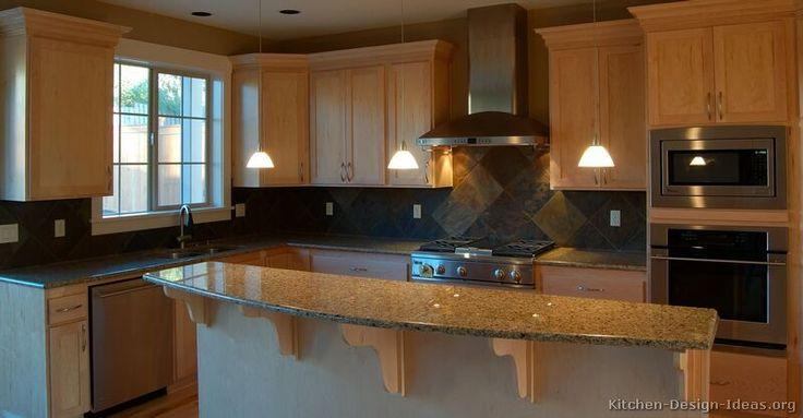 Traditional Light Wood Kitchen Cabinets #57 (Kitchen-Design-Ideas.org)