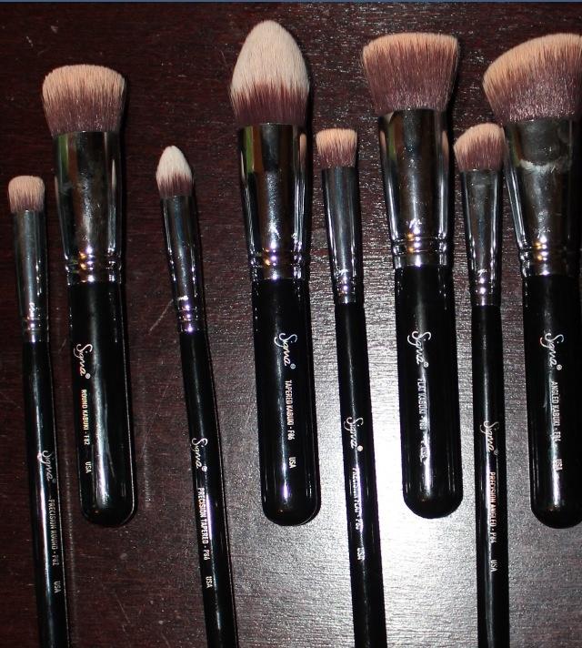 Brochas sinteticas de maquillaje sigma.  http://vanidosamakeup.blogspot.ca/2013/03/synthetic-essential-kit-8-brushes.html?m=1