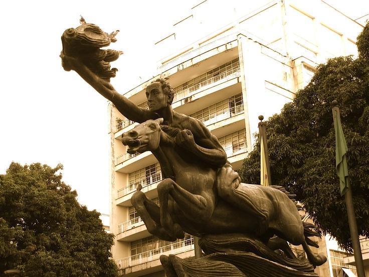 El Bolívar Desnudo del Maestro Rodrigo Arenas. Pereira. Crédito Milton Ramírez (@FOTOMILTON) Mincultura 2012.