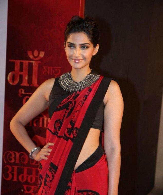 Sonam Kapoor & Kajol at Mai Premier | Fandiz India - Latest Indian Fashion Trends