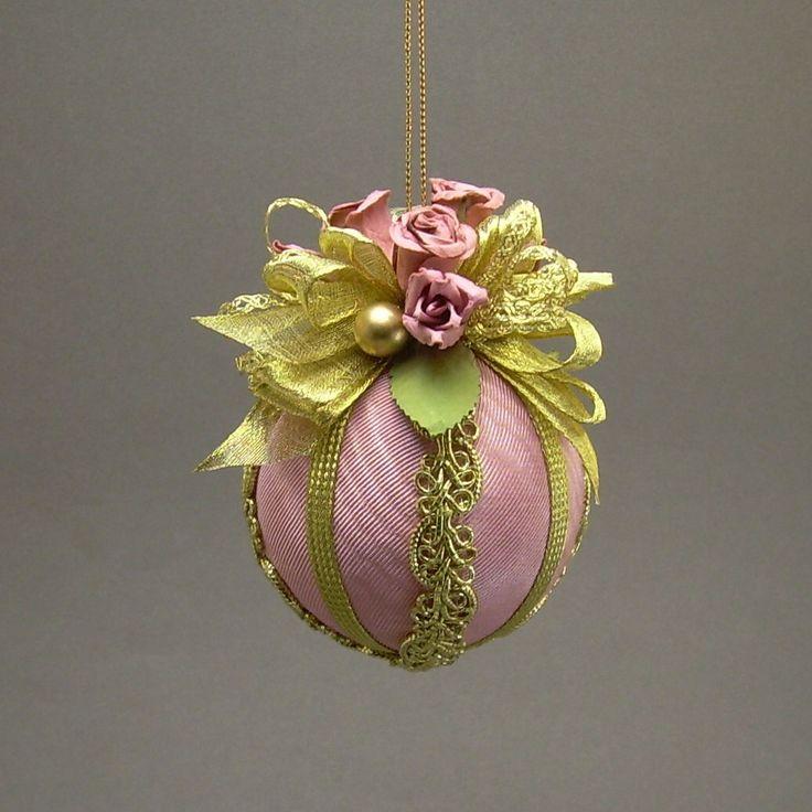 Vintage floral bauble