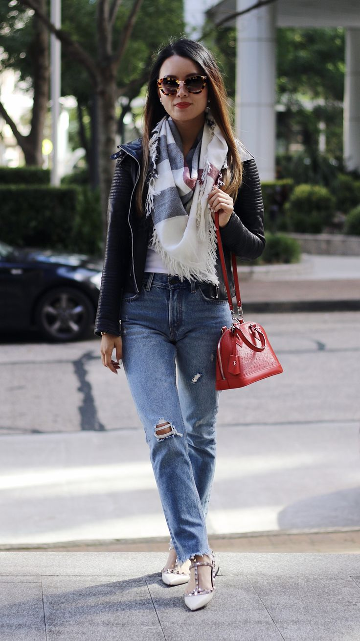 Most worn transeasonal items! I have paired leather jacket with all time favourite Burberry scarf and Levi's straight leg jeans!