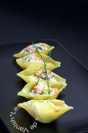 Ce qu'il y a de merveilleux avec les pâtes c'est qu'il existe 1001 façons de les accompagner. Aujourd'hui nous vous proposons la recette de Vanessa des conchiglionis farcis au saumon fumé, courgettes et ricotta.