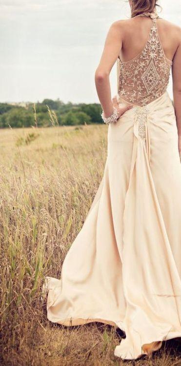 Love the razor back on wedding dresses