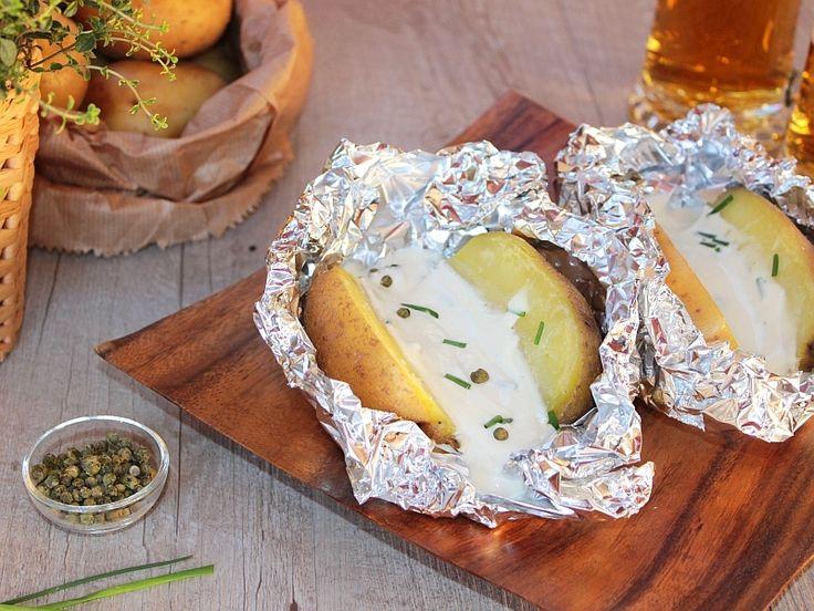 Le patate al cartoccio bavaresi sono un contorno semplice e tradizionale tedesco. Ricetta semplice per fare le patate al cartoccio o patate alla bavarese.