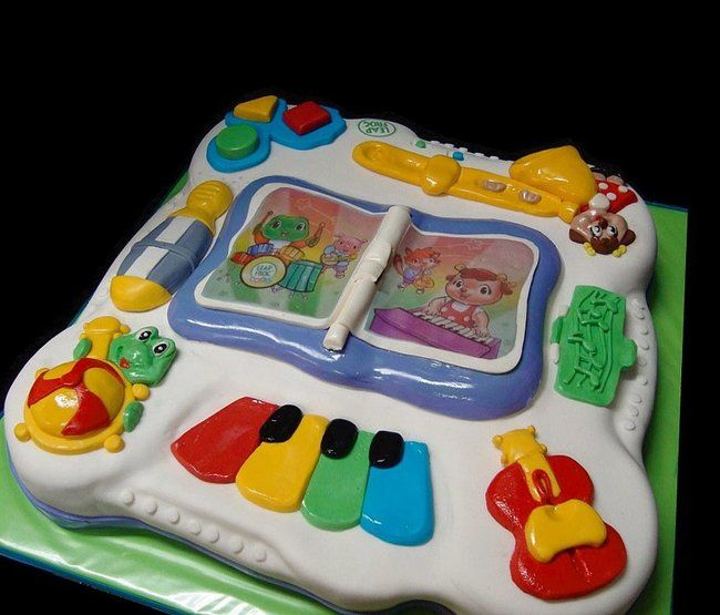 Incredibly Realistic Cakes: Payphones, Guitars, and… Diapers? (16 pictures)
