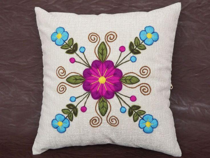 17 best images about bordados on pinterest tote purse - Cojines decorativos para sofas ...