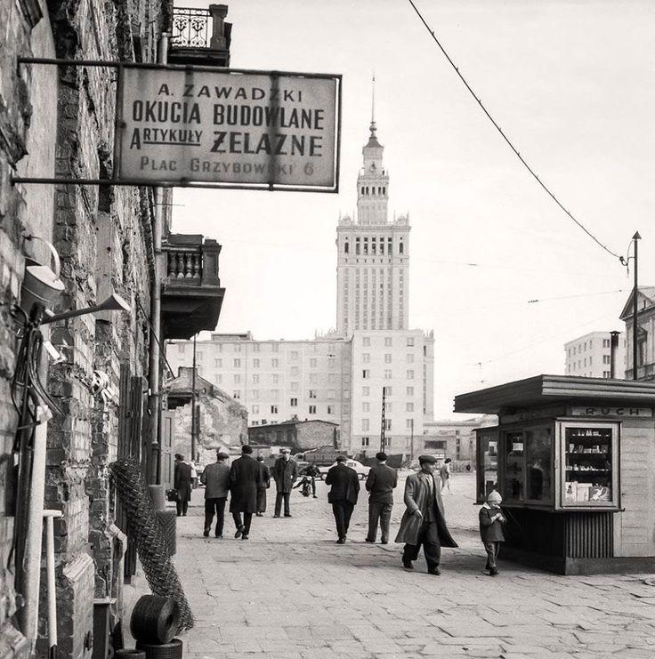 Plac Grzybowski.   fot. 1961r., Zbyszko Siemaszko, źr. Narodowe Archiwum Cyfrowe.
