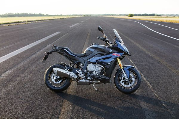 The 2017 BMW S1000XR Gets More Power And Less Vibrations | Cycle World