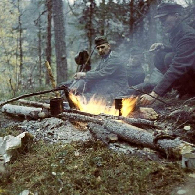 German and Finnish soldiers share camp. Northern part of Finland possibly 1941-1942. Pin by Paolo Marzioli