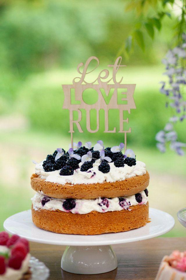Een vrolijke, #zomerse #bruidstaart #weddingcake | ThePerfectWedding.nl