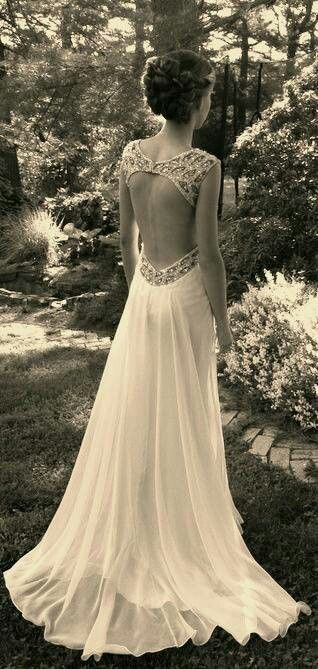 Backless gown is stunning! Would LOVE to learn how to make something like this.