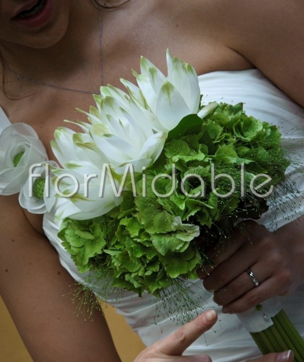 Google Image Result for http://www.fashionbride.it/wp-content/uploads/2012/06/bouquet-sposa-curcuma-ortensia-flormidable-601x714.jpg