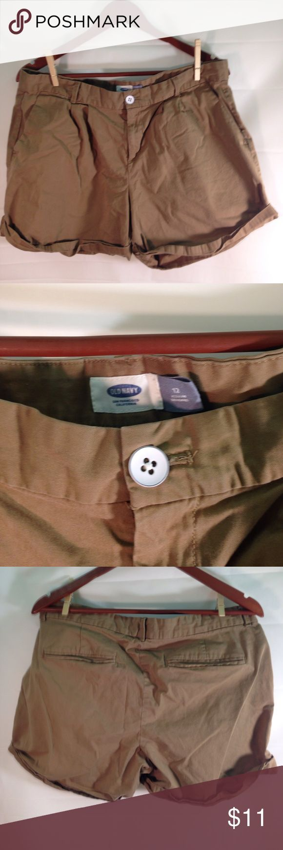 Old Navy Women's Khaki Shorts Size 12 See pictures for condition, thank you! Old Navy Shorts