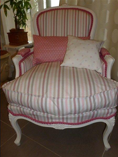 Un joli fauteuil pour d corer la chambre d 39 une petite - Decorer une petite chambre ...