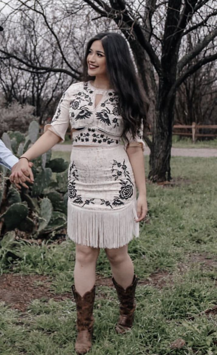 Pin By Ceci On Vaquera Style Vaquera Outfit Mexican Cowboy Boots Outfit Summer Vaquera Outfit [ 1171 x 714 Pixel ]