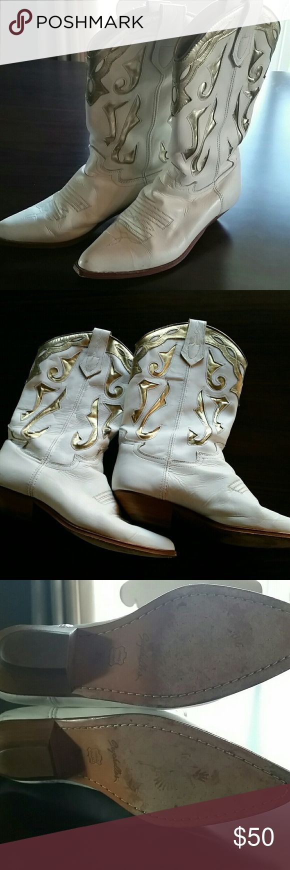 Vintage Seychelles Size 8 White and Gold Boots Vintage white and gold Seychelles boots, super fun boots, with such minimal wear on the soles. Seychelles Shoes Heeled Boots