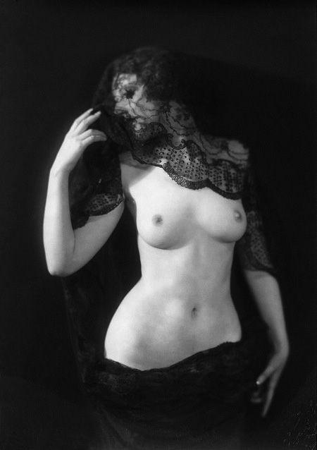 nude Ziegfeld girl by Alfred Cheney Johnston