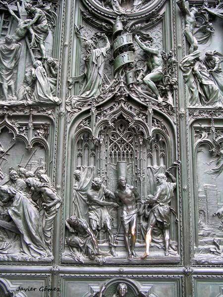 Duomo de Milán: impresionante detalle del pórtico.