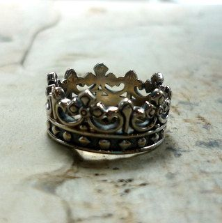 Beautiful sterling silver slightly oxidized crown band. Fu RF389  size 7, 8, 8.75.    *If, for any reason, you are not completely satisfied, please