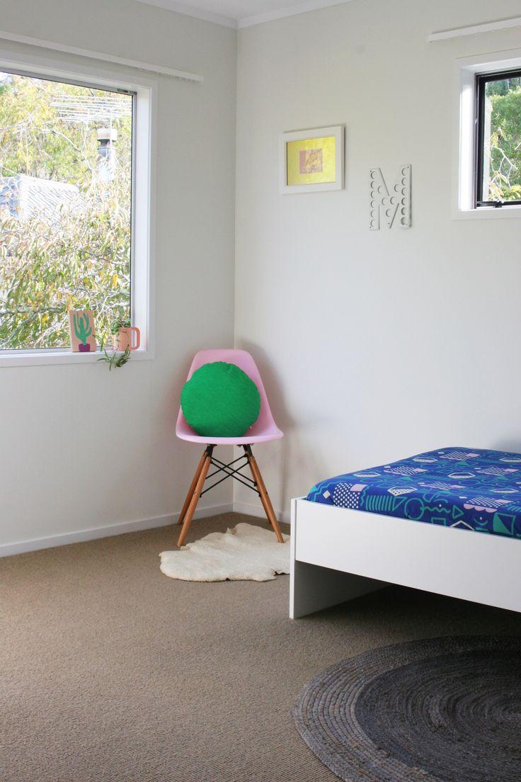 #homestyling by #placesandgraces #pinkgreenblue #pinkchair #kidsbedroom