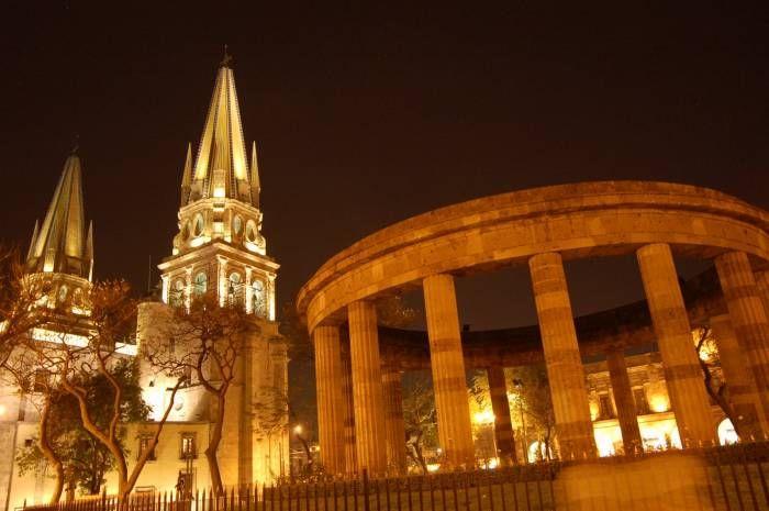 Rotonda de los Jalisciences Ilustres y Catedral