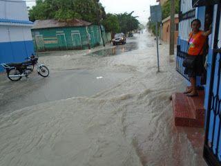 Calles de Barahona inundadas por falta de un sistema de alcantarillado