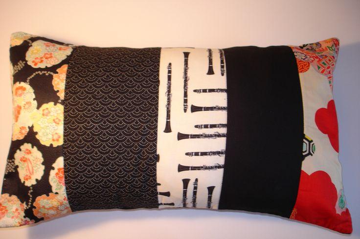 Coussin en patchwork de tissus traditionnels japonais et du designer américain…