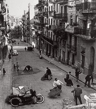 1950. El carrer on va néixer Joan Manuel Serrat (entre d'altres), al peu de Montjuïc. Carrer del Poeta Cabanyes, Poble Sec, Barcelona, Catalunya. Espanya.