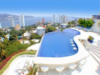 Acapulco villa rental - Roof Top party infinity pool with built in bar and huge jacuzzi.