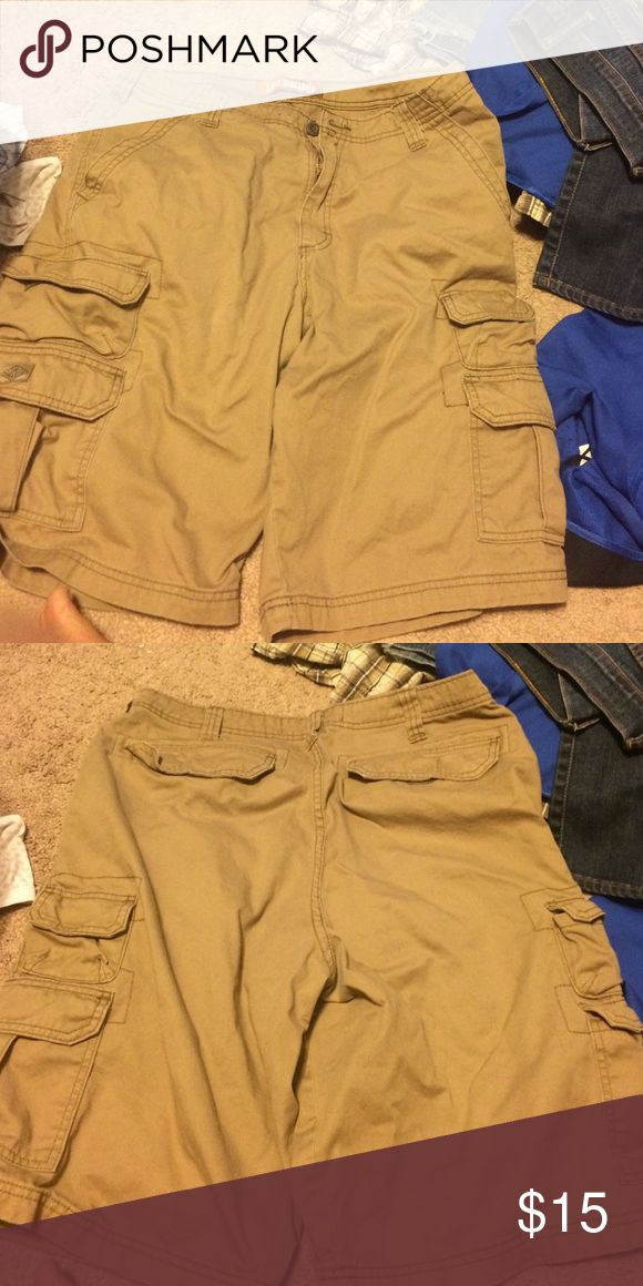 Lee dungarees size 34 Khaki shorts only worn once. Size 34 Lee dungarees Shorts Cargo