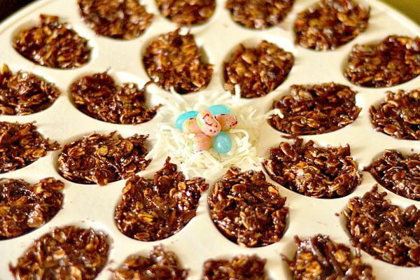 DIY No Bake Chocolate Easter Egg Cookies | Reluctant Entertainer - Easter Brunch - Ideas - Mohawk Homescapes