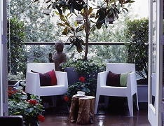 Im going to do some of this. I love the tree stump and all the plants. Very pretty