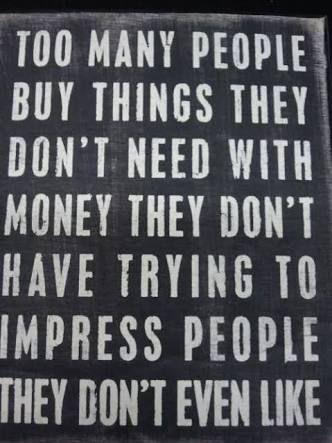 Resultado de imagen para mucha gente compra cosas que no necesita