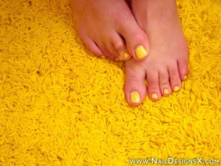 yellow+toe+nail+art+-+Nail+Designs+&+Nail+Art