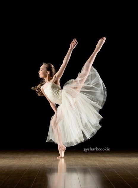 Maddie Ziegler Photo credit: David Hofmann (Sharkcookie) Look at that forced arch!! Beautiful