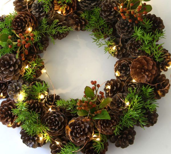 Make an Easy Pinecone Wreath in one Hour   remodelaholic.com