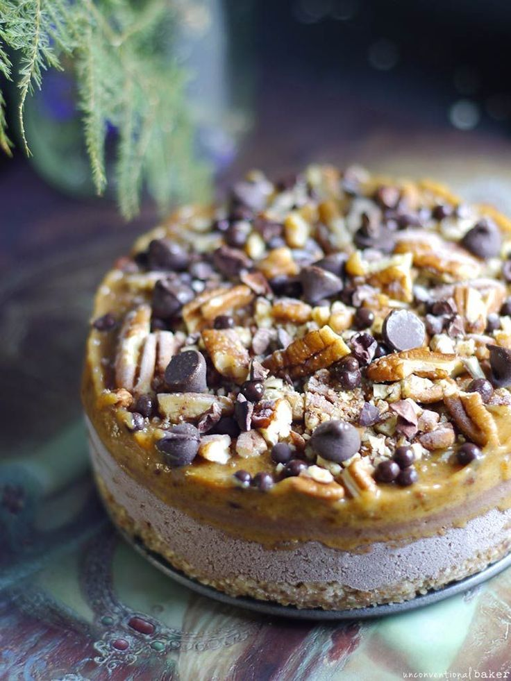 Raw Caramel Pecan Cheesecake (Free From: Gluten & Grains, Dairy, Refined Sugar)