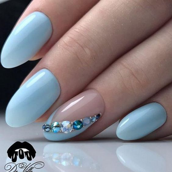 Маникюр | Дизайн ногтей  I'd do it but without the jewels. It's such a nice shade of blue.