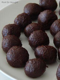 Τρουφάκια σοκολάτα - πορτοκάλι http://laxtaristessyntages.blogspot.gr/2015/05/troufakia-sokolata-portokali.html