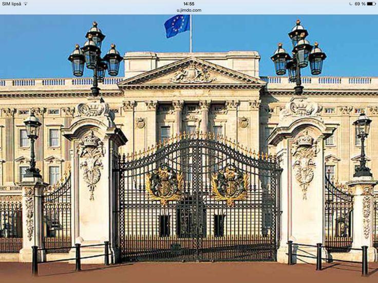 Buckingam Palace Main Gate