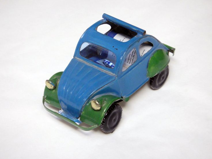 Tin Citroen made out of recycled cans (Madagascar)