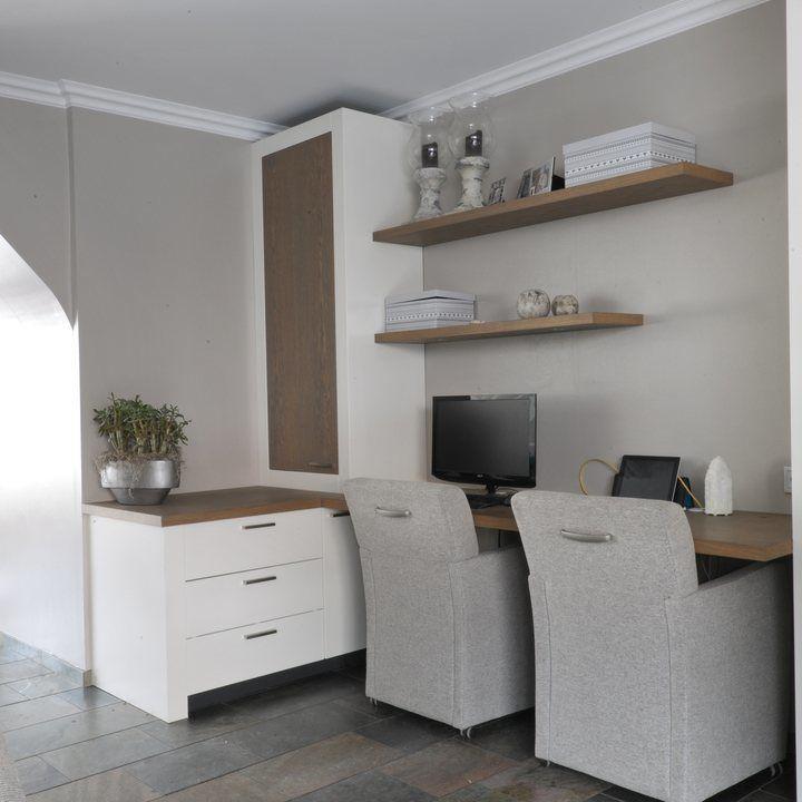 Vaak is het moeilijk danwel onmogelijk om een passende tafel of bureau te vinden voor die die ene ongebruikte hoek. Het idee dat je er een computer...